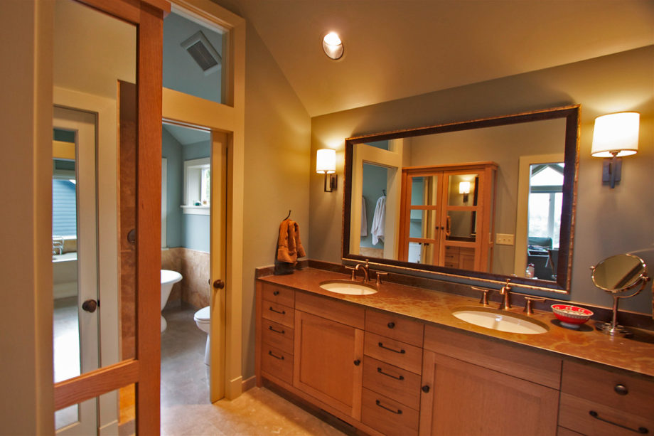 Mirrored Cabinet at Bathroom Entry