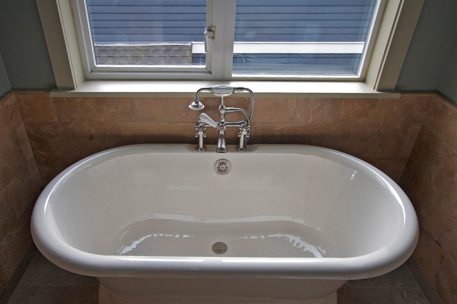 Traditional Footed Tub