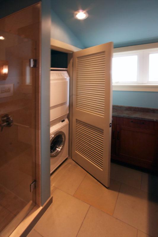 Laundry Closet & Stack Washer/Dryer
